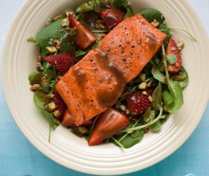 balsamic-salmon-salad
